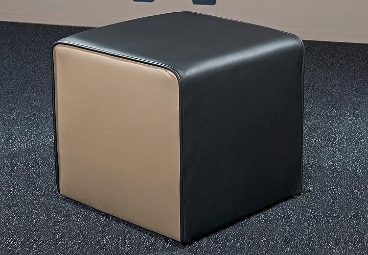 hocker theo schwarz und schlamm. Black Bedroom Furniture Sets. Home Design Ideas
