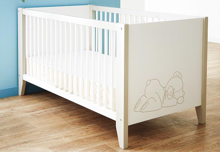 babyzimmer ourson in samtwei und beige mit teddy b r motiv. Black Bedroom Furniture Sets. Home Design Ideas