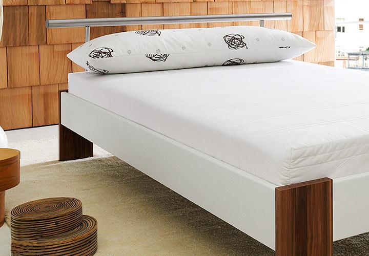 bobby futonbett wei nussbaum inkl matratze und rollrost. Black Bedroom Furniture Sets. Home Design Ideas