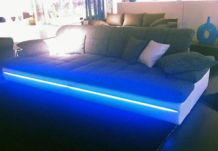 big sofa almond in wei und grau mit rgb led beleuchtung. Black Bedroom Furniture Sets. Home Design Ideas