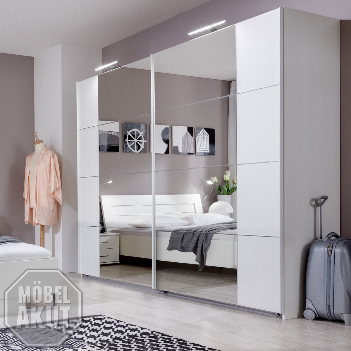 schwebet renschrank davos kleiderschrank in wei mit spiegel breite 270cm eur 459 95 picclick de. Black Bedroom Furniture Sets. Home Design Ideas