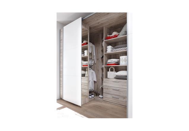 begehbarer schwebet renschrank haus design m bel ideen. Black Bedroom Furniture Sets. Home Design Ideas