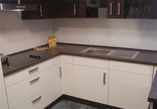 nobilia arbeitsplatte eiche maron tische f r die k che. Black Bedroom Furniture Sets. Home Design Ideas