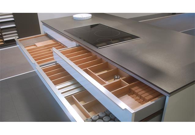 Schüller küchen weiß hochglanz  Einbauküche Schüller Ausstellungsküche Küche Insel in weiß ...