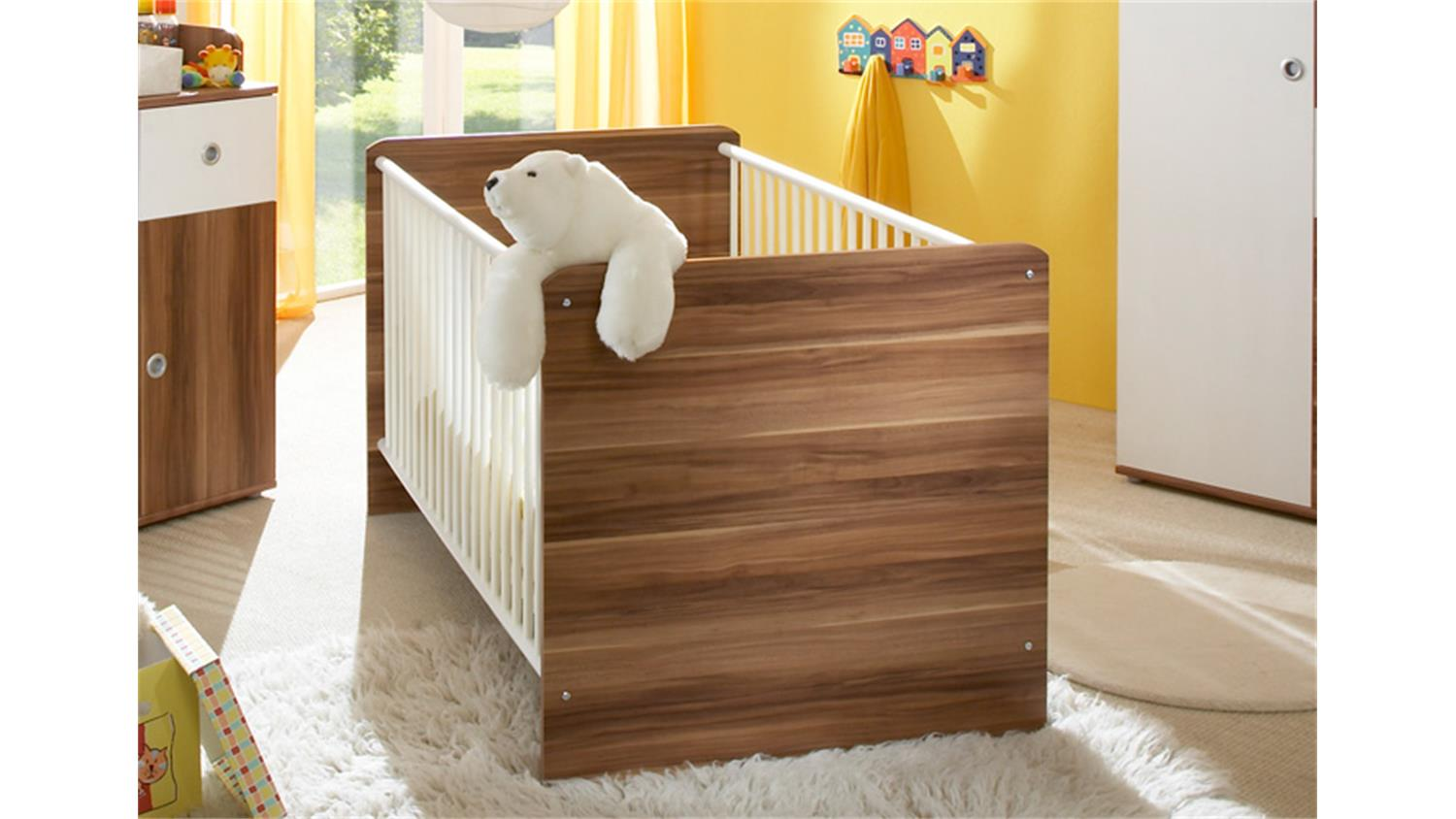babyzimmer wiki dreiteilig in walnuss und wei dekor. Black Bedroom Furniture Sets. Home Design Ideas
