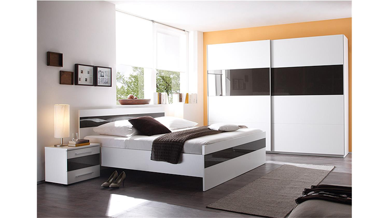 schlafzimmer wei schwarz. Black Bedroom Furniture Sets. Home Design Ideas