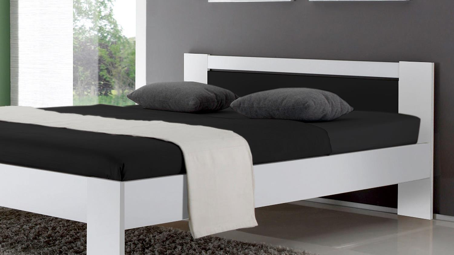 bett vega futonbett wei schwarz mit rollrost und matratze 140x200 cm. Black Bedroom Furniture Sets. Home Design Ideas