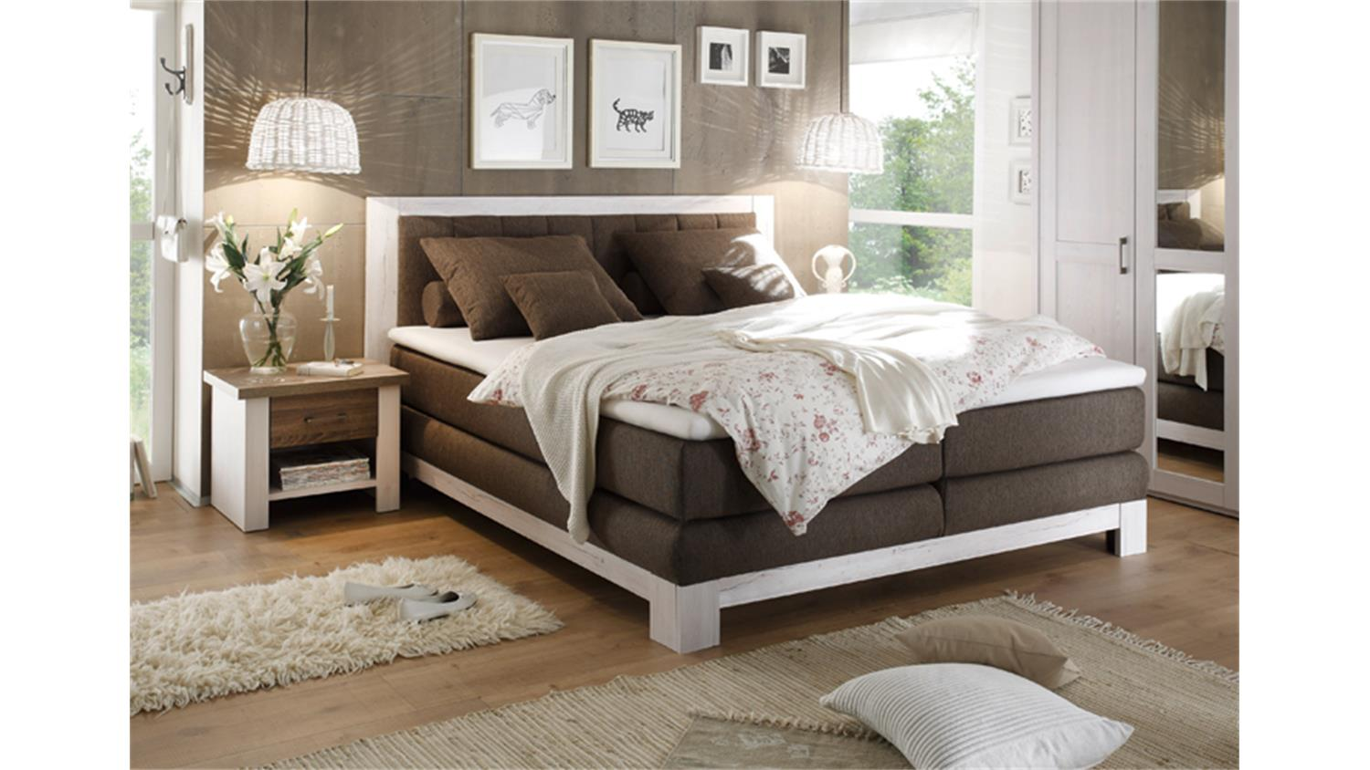 boxspringbett nevada pinie wei tr ffel mit nachtkommoden. Black Bedroom Furniture Sets. Home Design Ideas