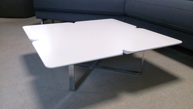 couchtisch rolf benz freistil 195 hellgrau 79x79 chrom. Black Bedroom Furniture Sets. Home Design Ideas