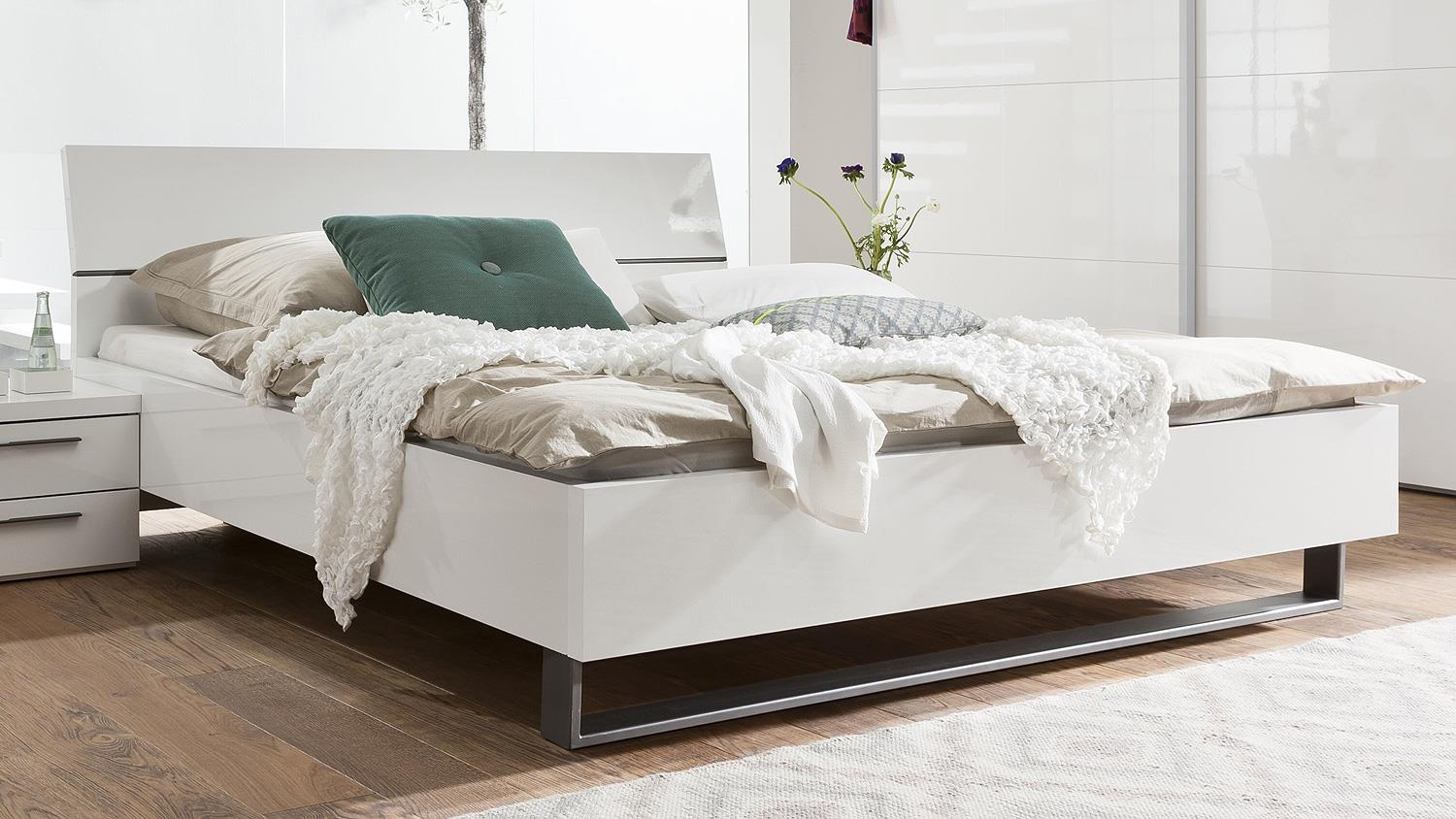 doppelbett modern doppelbett modern kopfteil polster basis quadro with doppelbett modern. Black Bedroom Furniture Sets. Home Design Ideas