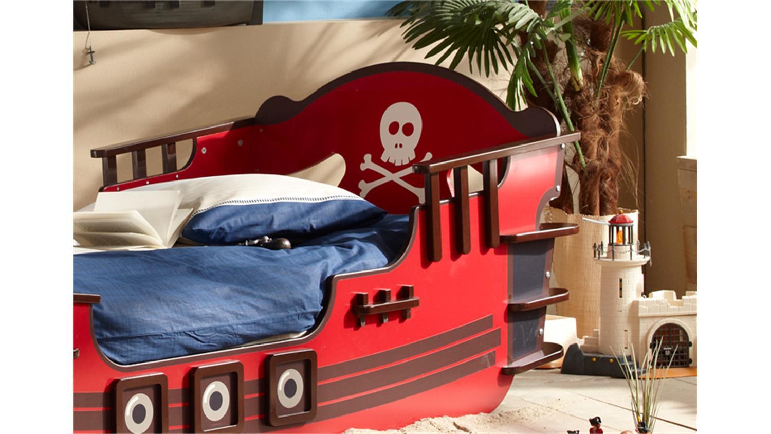 kinderbett piratenbett crazy shark in rot braun wei. Black Bedroom Furniture Sets. Home Design Ideas