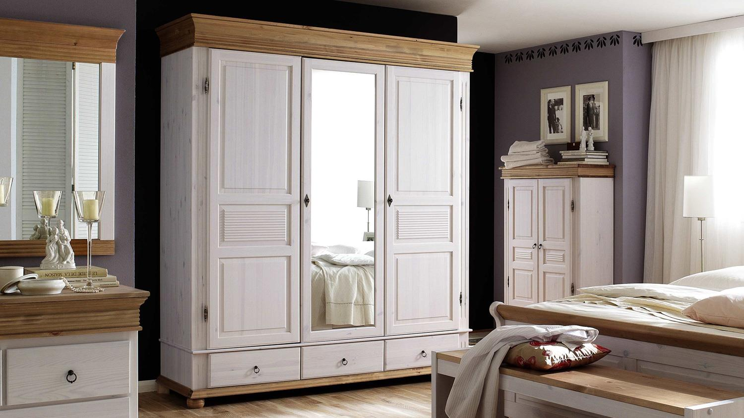 kleiderschrank oslo kiefer massiv wei antik 3 trg mit spiegel. Black Bedroom Furniture Sets. Home Design Ideas