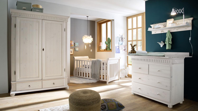 babyzimmer set helsinki 4 tlg in kiefer massivholz wei. Black Bedroom Furniture Sets. Home Design Ideas