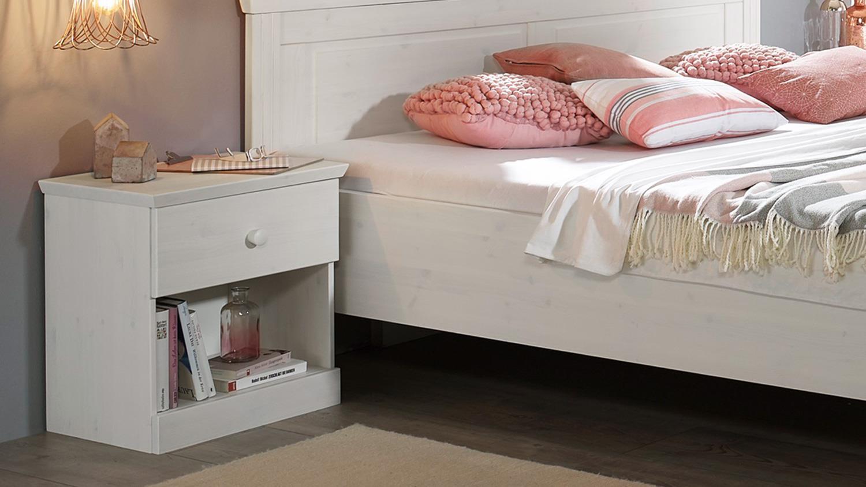 landhausstil schlafzimmer genia 4 teilig kiefer massiv wei gewachst. Black Bedroom Furniture Sets. Home Design Ideas
