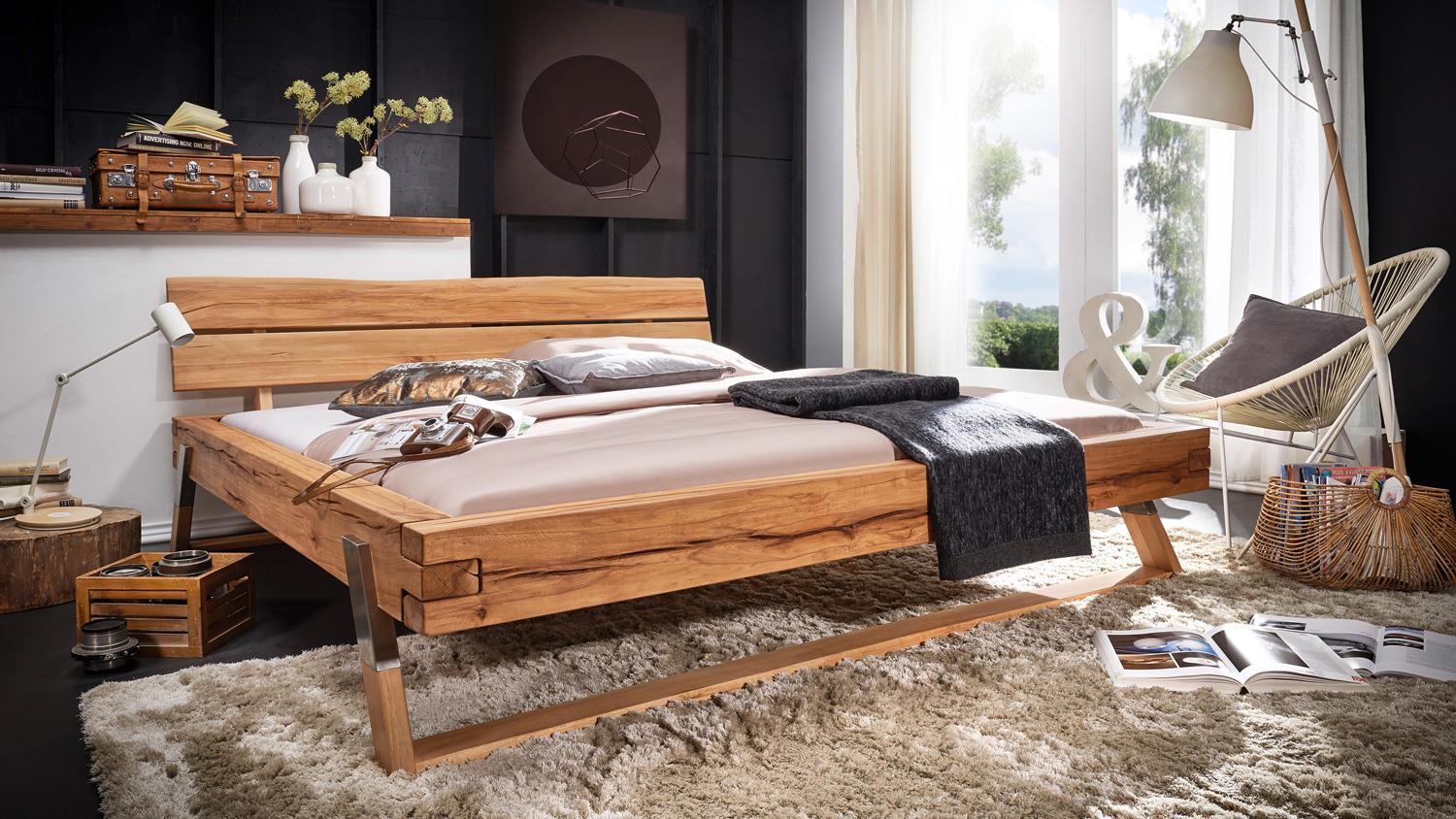 balkenbett gojo bett in wildbuche massiv ge lt f e edelstahl 180x200. Black Bedroom Furniture Sets. Home Design Ideas