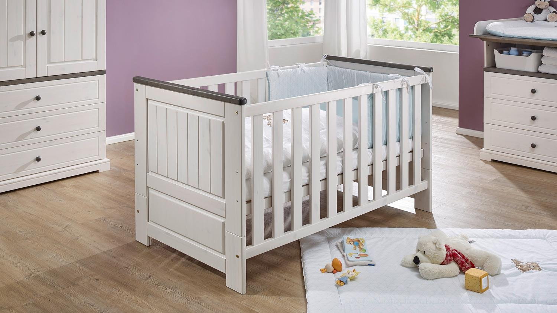 babybett jolina bett in kiefer massiv wei grau 70x140 cm. Black Bedroom Furniture Sets. Home Design Ideas