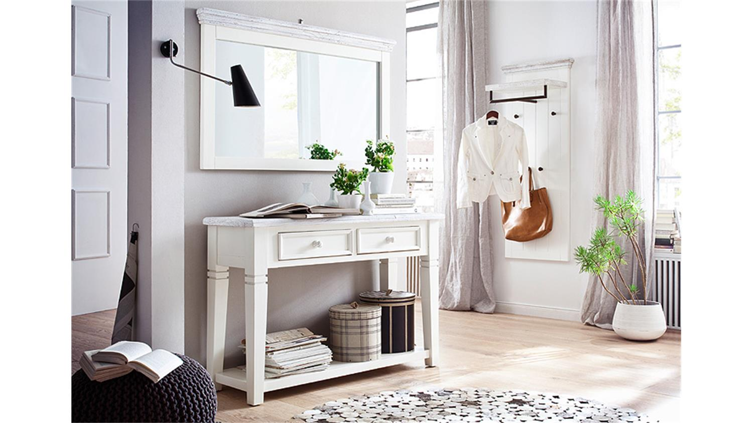 Garderobe vintage weiss 25 best ideas about garderobe for Garderobenleiste landhausstil