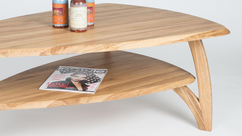 couchtisch imke dreieckiger massivholztisch aus wildeiche