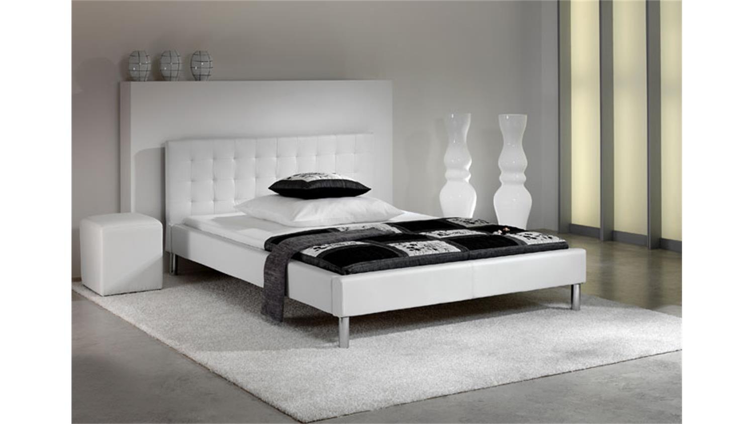 polsterbett mogy bett wei lederlook und chrom 140x200 cm. Black Bedroom Furniture Sets. Home Design Ideas