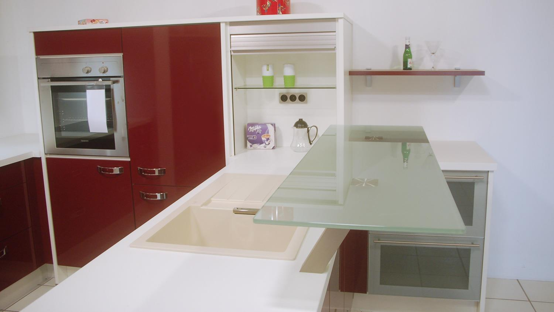 Nobilia Ausstellungsküche bordeaux Hochglanz weiß E-Geräte
