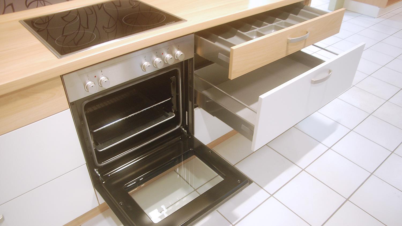 einbauk che nobilia ausstellungsk che l form in wei matt mit e ger ten. Black Bedroom Furniture Sets. Home Design Ideas