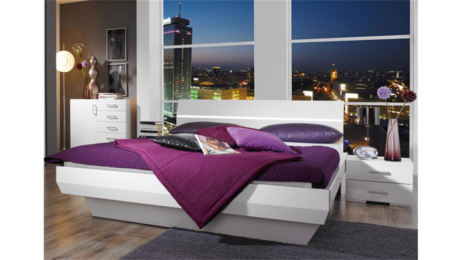 bettanlage tira wei hochglanz bett mit zwei nachtkonsolen. Black Bedroom Furniture Sets. Home Design Ideas