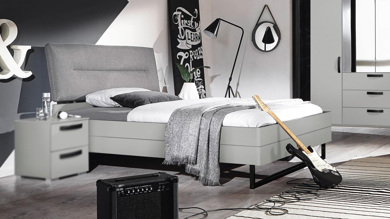 bett yourjoyce bettgestell grau mit kopfteil 140x200 cm. Black Bedroom Furniture Sets. Home Design Ideas