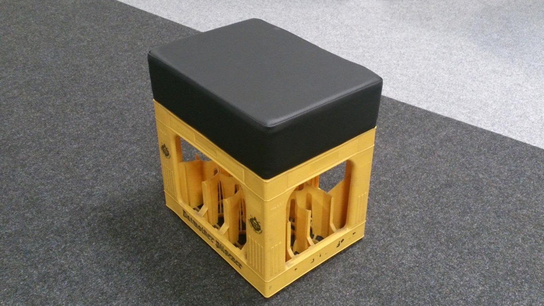 sitzhocker soccer hocker bierkasten polster rot. Black Bedroom Furniture Sets. Home Design Ideas