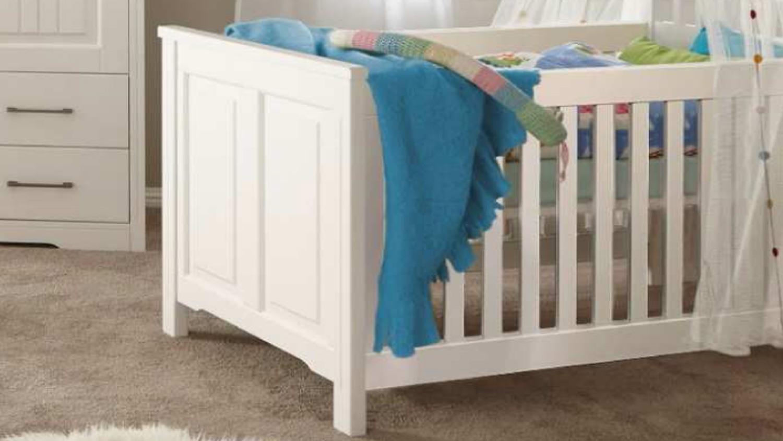 babybett kalas kinderbett bett babyzimmer kiefer massiv. Black Bedroom Furniture Sets. Home Design Ideas