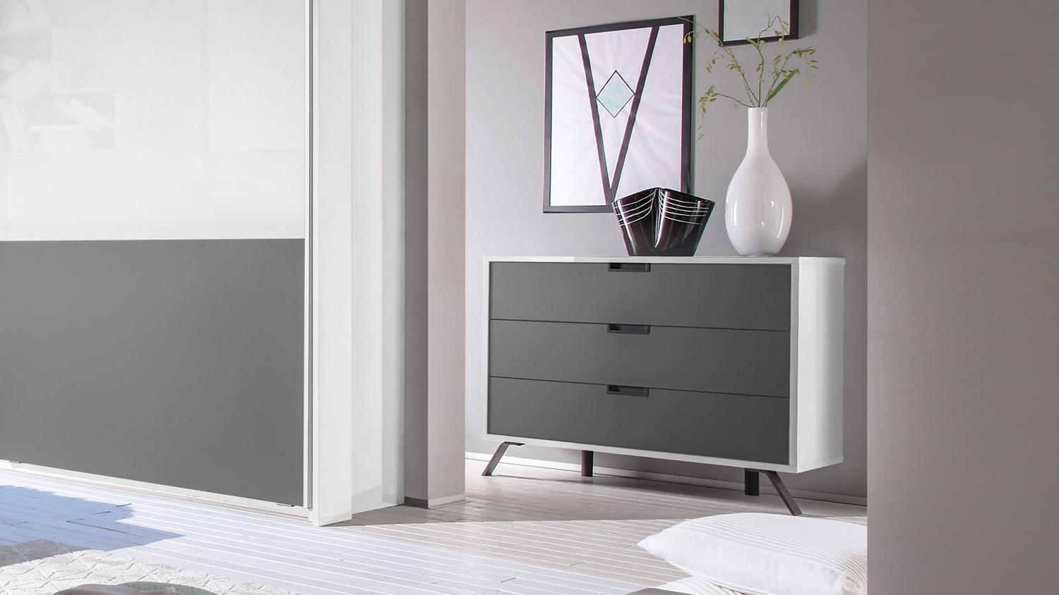 schlafzimmer kommode anthrazit inspiration f r die gestaltung der besten r ume. Black Bedroom Furniture Sets. Home Design Ideas