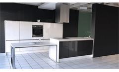 Einbauküche Nobilia Ausstellungsküche anthrazit Hochglanz weiß E-Geräte