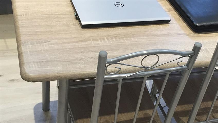 Essgruppe Akut Tisch mit 4 Stühlen Metallgestell silberfarbig