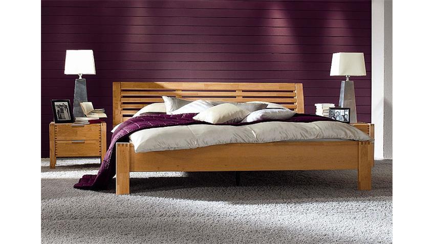 Bett FYNN Schlafzimmer in Erle teilmassiv 200x200 cm