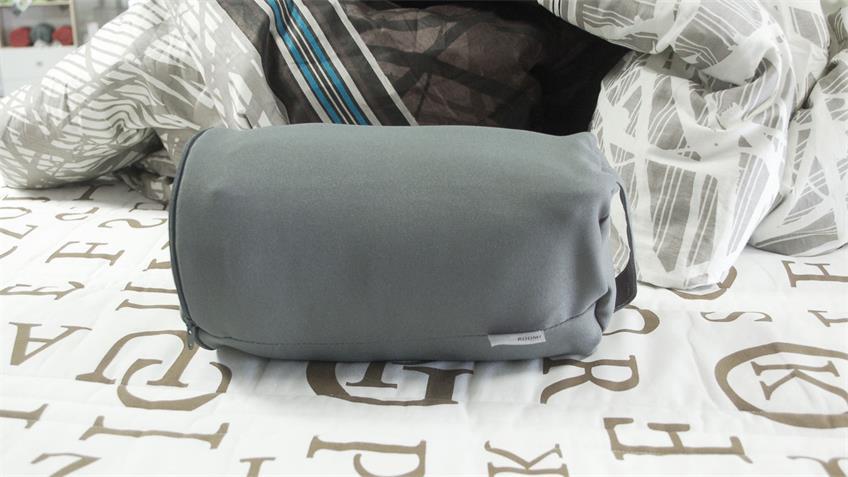 Reisekissen WIEBKE Kissen mit Aufbewahrungstasche in grau