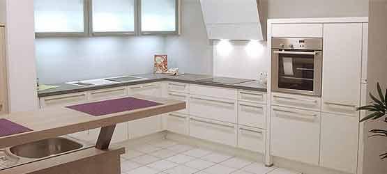 Ausstellungsküchen günstig bei Möbel AKUT